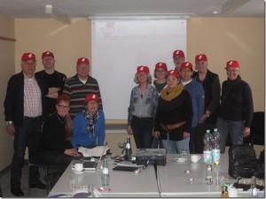 Mitglieder der Arbeitsgemeinschaft während einer Tagung